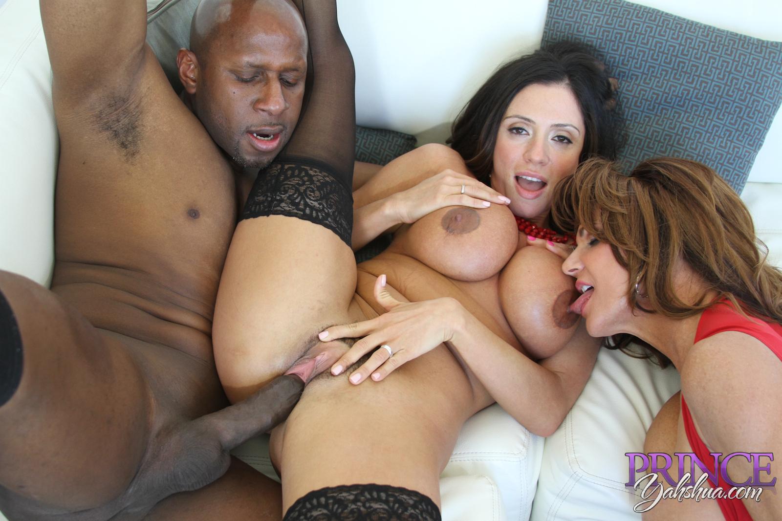 pornstar platinum | threesome with ariella ferrera and deauxma